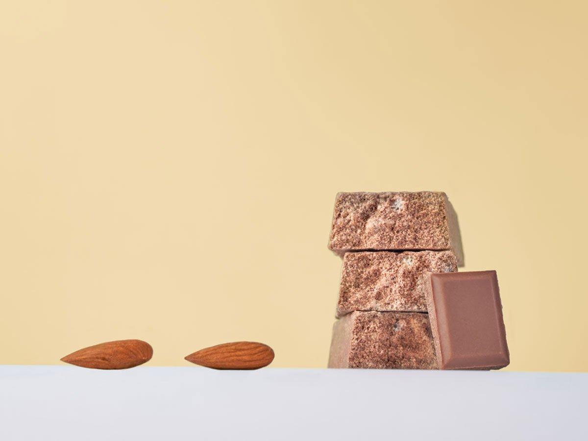 Vis Protein barretta proteica gusto cioccolato latte mandorle